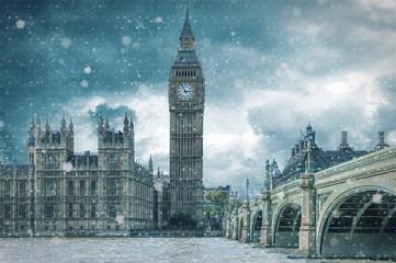 Big Ben und Westminster in London bei Schneesturm im Winter