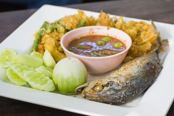 Fried mackerel with shrimp paste sauce