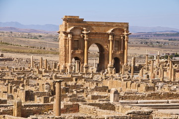 The Arch of Trajan in the Roman ruins, Timgad, UNESCO World Heritage Site, Algeria, North Africa, Africa