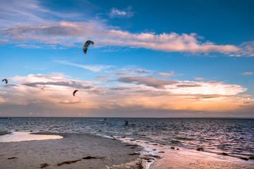 Zatoka Pucka, Morze Bałtyckie widok z Mierzei Helskiej, zmierzch