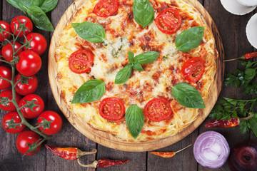 Spaghetti pizza margherita