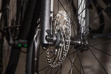 Bicycle front wheel disc brake