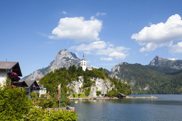 Johannesberg Chapel and Lake Traunsee, Traunkirchen, Salzkammergut, Upper Austria, Austria, Europe