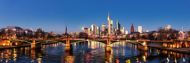 Frankfurt/Main, Ignatz-Bubis-Brücke, Skyline
