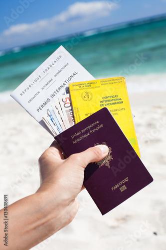passeport carnet de vaccination et permis de conduire sur. Black Bedroom Furniture Sets. Home Design Ideas