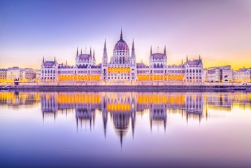 Wall Mural - Hungarian Parliament and the Danube river at sunrise in Budapest, Hungary