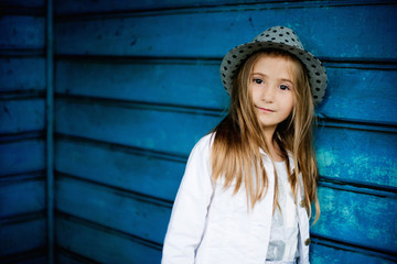Fototapeta dziewczynka w kapeluszu obraz