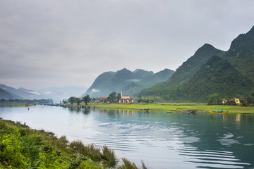 Song Con River at Son Trach, Bo Trach District, Quang Binh Province, Vietnam, Indochina, Southeast Asia, Asia