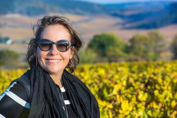 femme dans les vignes