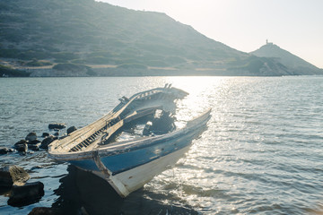 An old broken boat on the seaboard