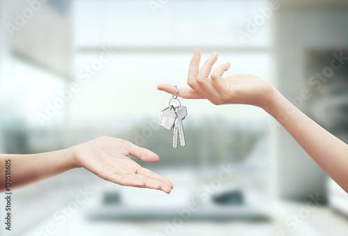 Chiavi in mano di casa o ufficio stockfotos und - Chiavi in mano casa ...