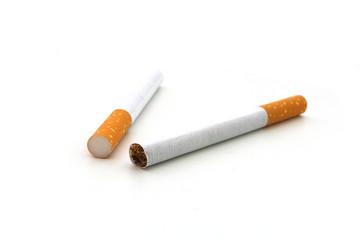 zwei zigaretten auf weissem hintergrund