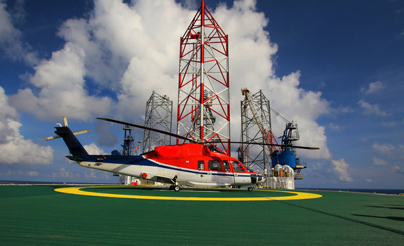 working offshore,The helicopter landed on the rig, sea, changing