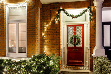 House decorated for Christmas in London Fotomurales