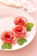 アップルローズ、Rose flowers carved from apple on a plate for valentines day