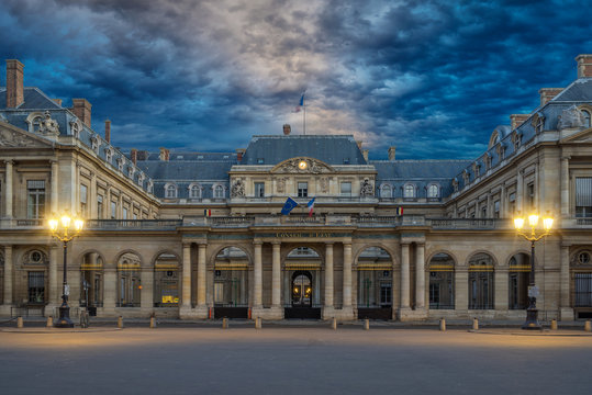 The Conseil d Etat  is an administrative court of the French gov