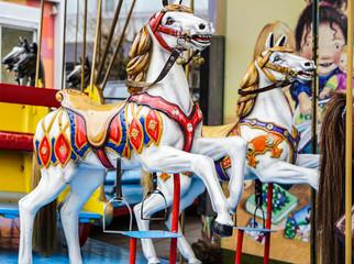 kinderkarussell mit pferden