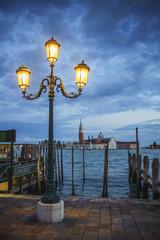 Traumhafte Szene mit Laterne in San Marco in Venedig