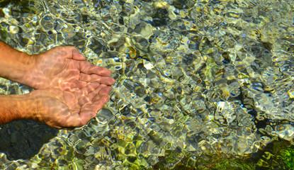 doğal kaynak sularından içmek