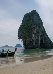 Longtail-Boot in Thailand am Sandstrand