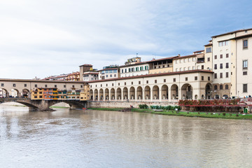 vasari corridor and ponte vecchio over Arno