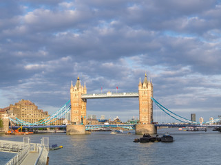 Fototapete - Tower Bridge and river Thames nder dramatic sky, London