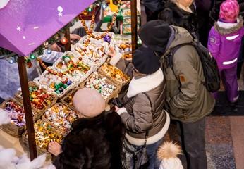 people choose Christmas toys