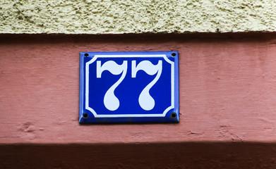 Hausnummer 77