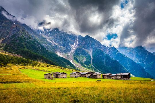 Villaggio alpino in val di Rezzalo