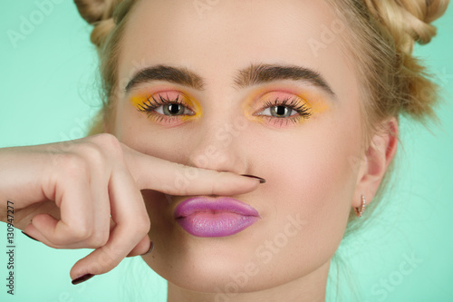 how to make a mustache with makeup
