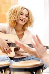 Gra na instrumentach. Wspólne muzykowanie na instrumentach