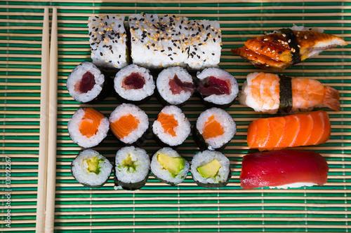 sushi set in restaurant stockfotos und lizenzfreie bilder auf bild 131092267. Black Bedroom Furniture Sets. Home Design Ideas
