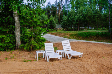 Quiet location on the sandy beach between the trees with two lounge chairs, you can escape and relax