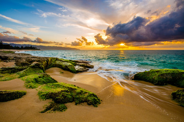 Fototapete - Beautiful Hawaiian Sunset on the North Shore of Oahu