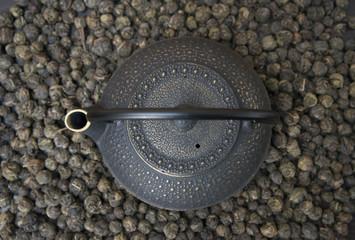 "Natural Chinese green tea ""Black pearl""."