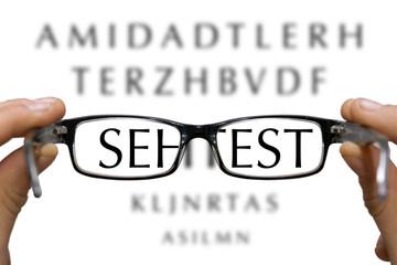 Sehtest mit einer Brille