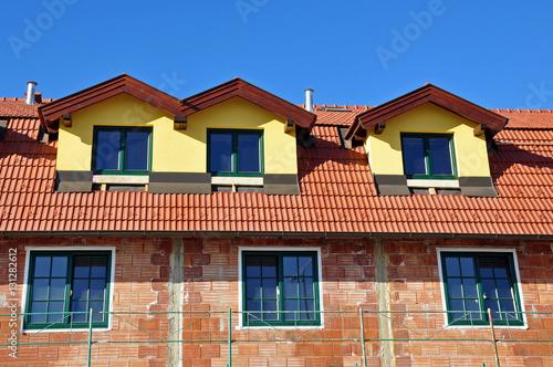 neues dach dachausbau stockfotos und lizenzfreie bilder auf bild 131282612. Black Bedroom Furniture Sets. Home Design Ideas