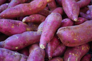 Japanese red sweet potatoes (yams) in bulk at the farmers market