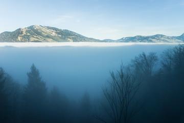 Berggipfel im Nebelmeer