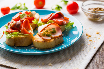 Bruschetta with salmon and bacon