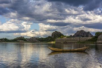 Canoa no Açude de Quixadá
