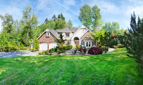 Panoramic view of a suburban home in Spring