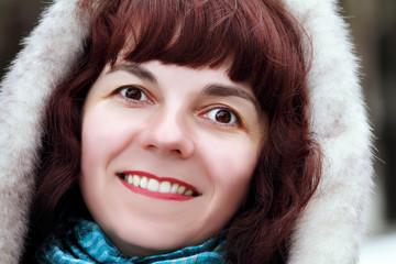женщина в парке зимой