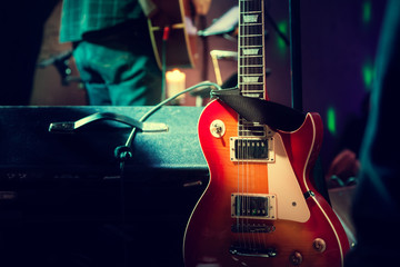 Gitarre auf Bühne