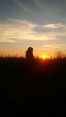 profilo di ragazza al tramonto