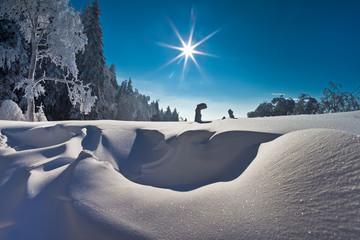 Słoneczny zimowy dzień w Krynicy-Zdrój. Sunny winter day in polish mountain in Krynica-Zdroj.