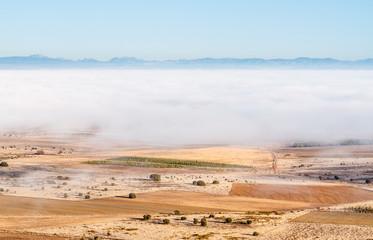 Vista aérea campos de cultivo y niebla en Tierras de La Bañeza.