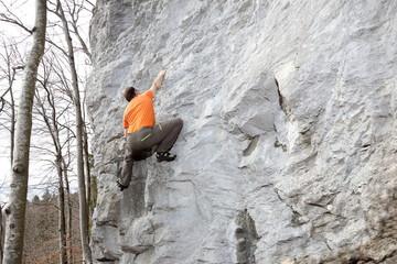 Person an der Felswand