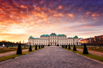 Foto op Canvas Wenen Upper Palace in historical complex Belvedere at sunrise, colorful landscape, Vienna, Austria