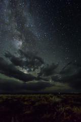 Die Milchstraße über der nächtlichen, mongolischen Wüste